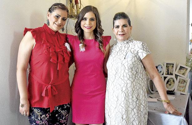Yadira Gándara Martínez y Graciela Martínez de Gándara, fueron las organizadoras de la despedida en honor a Yemely.