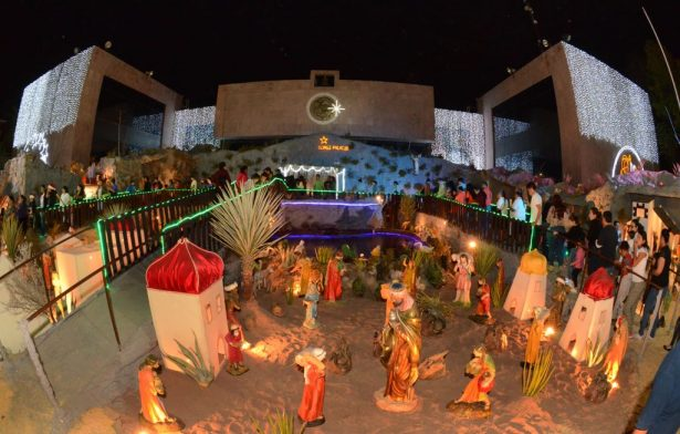 Se iluminó el monumental nacimiento en la Presidencia Municipal de Gómez Palacio