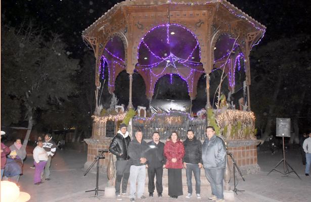 Enciende González Achem alumbrado navideño