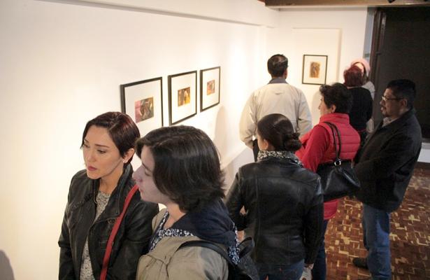 Con una combinación de letras, escultura, pintura y fotografía el colectivo Kakoon presentó la exposición 730 cuyo número conmemora los días de su formación.