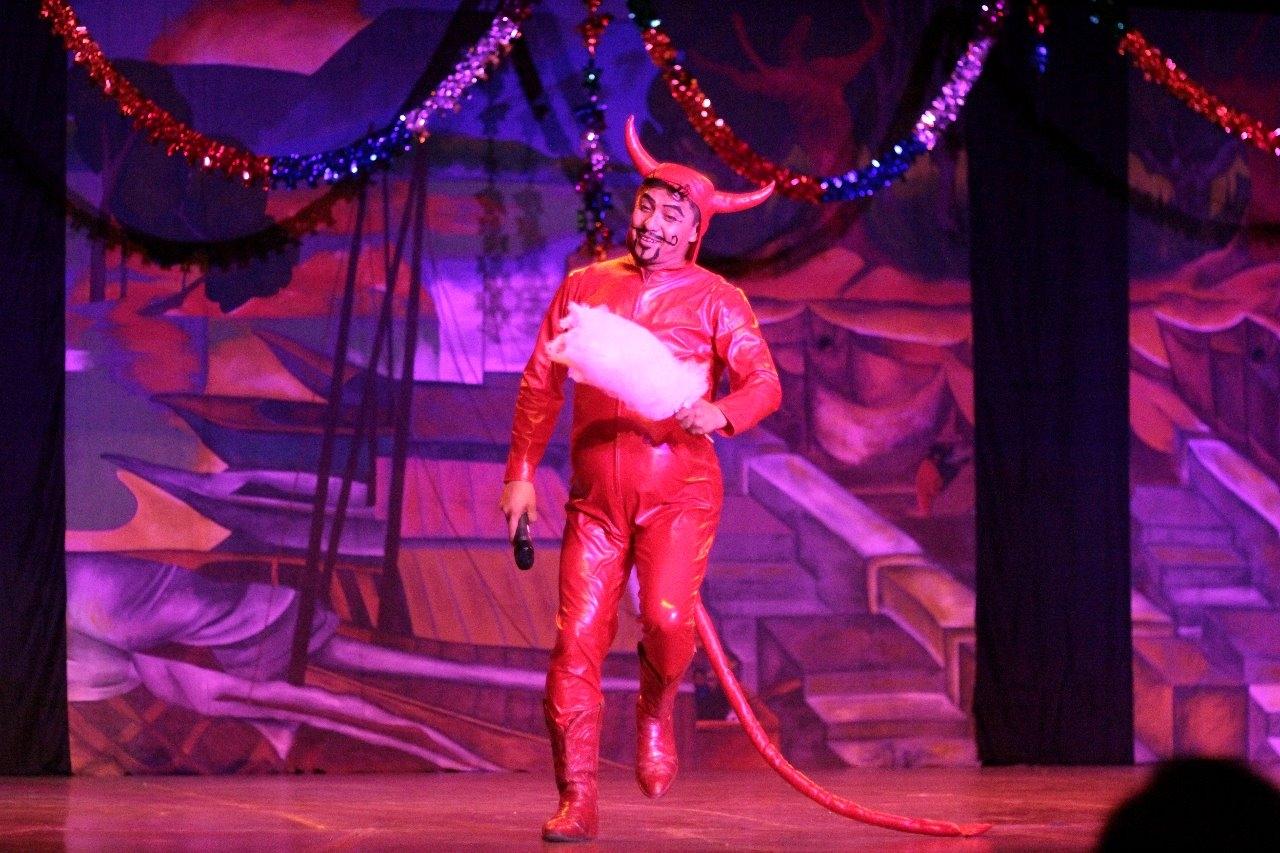 El espectáculo también puso énfasis en las esferas que se fabrican en Tlalpujahua, Michoacán y donde tiene lugar la Feria de la Esfera.