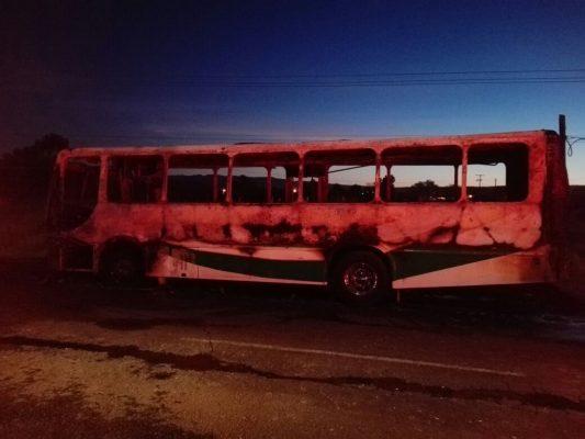 [Video] Camión de ruta arde en llamas