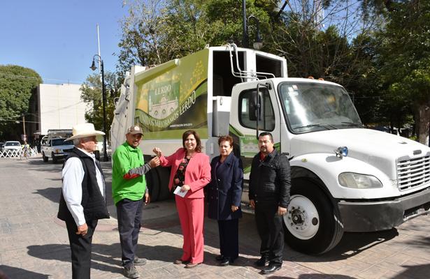 Entrega alcaldesa González Achem 2 camiones recolectores de basura