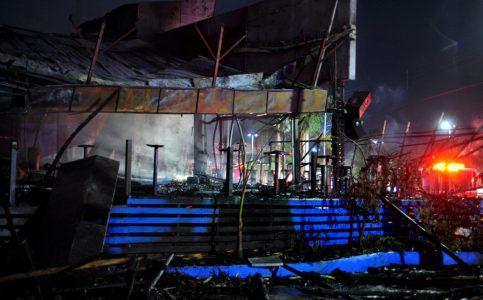 Arden dos restaurantes