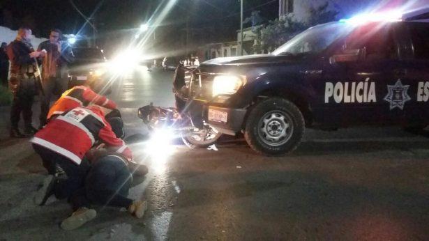 Patrulla de la PEA impacta a motocicleta