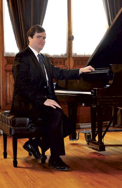 El concertista del INBA, Santiago Piñeirúa ofrecerá Recital de Piano gratuito en el Teatro Victoria a las 20:00 horas.