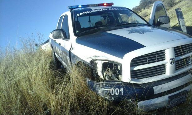 Patrulla de Canatlán se impacta contra un vehículo particular