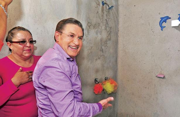 Arranca Aispuro construcción de 342 baños ecológicos