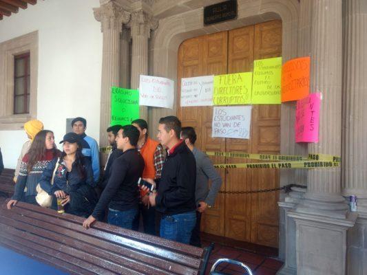 Universitarios toman instalaciones del Edificio Central de la UJED