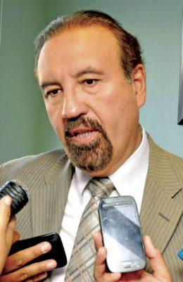Renuncia Héctor Vela al PRI
