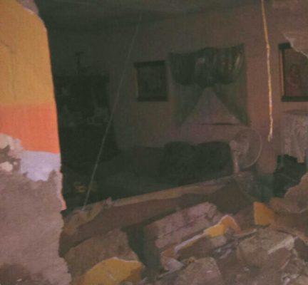 Se derrumba una casa abandonada en Gómez Palacio