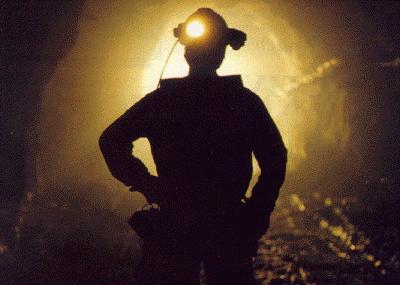 Minero muere aplastado por enorme roca
