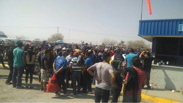Obreros y policías se enfrentan en desalojo en G.P.