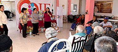 Visita asilo de ancianos la presidenta del DIF Gómez
