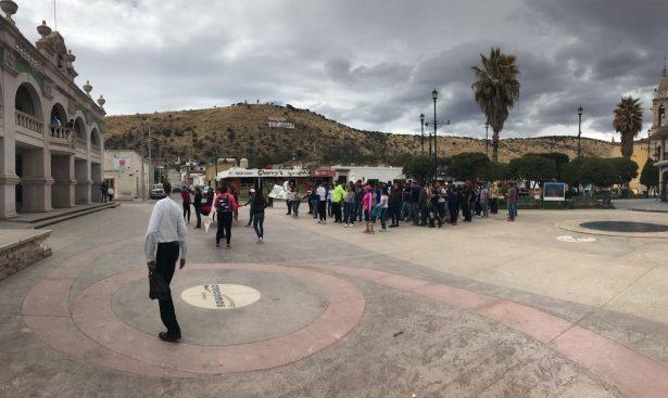 Alumnos del Cobaed Canatlán marchan para exigir respuesta inmediata