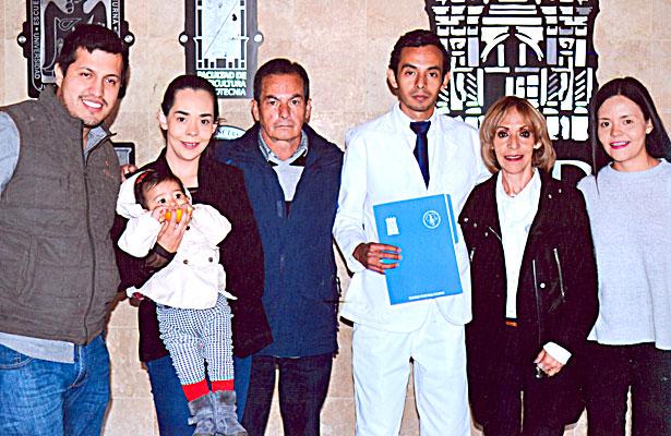 Familia de Saúl Eduardo Elósegui Pérez, el día que recibió su carta de pasante de Cirujano Dentista de la UJED.