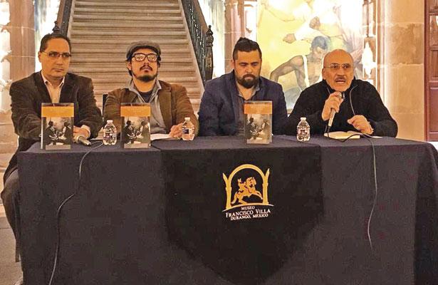 """Integrantes del presídium en la presentación del libro """"La Necesidad Enfermiza de Pertenencia y Arraigo""""."""