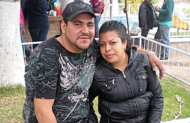 SANTIAGO PAPASQUIARO, Dgo. (OEM).- Lázaro Flores Ibarra estuvo de fiesta al darle la bienvenida a un año más al lado de su esposa Fabiola Bueno.