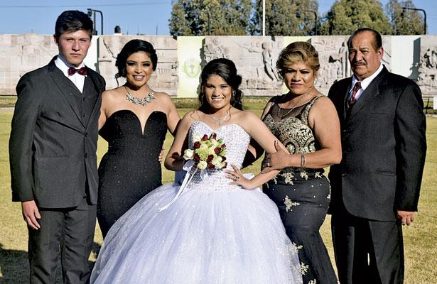 La familia Reyes Núñez, feliz con la celebración de María José.