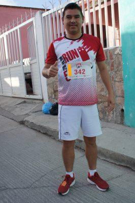 CUENCAMÉ, Dgo. (OEM).- Osvaldo Israel Hernández González en carrera atlética.