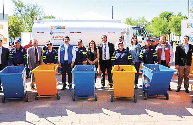 Entrega Municipiocarritos de limpia