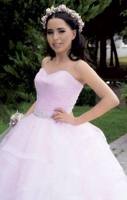 Hermosa quinceañera Laura Cecilia
