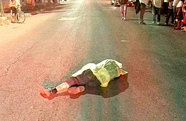 Motociclista atropella y mata a peatón en centro de GP