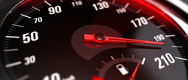 Fallece un menor en volcadura; viajaban a exceso de velocidad