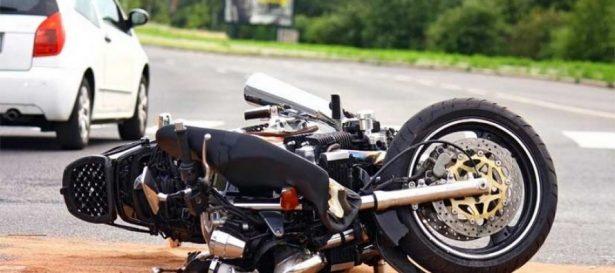 Jovencita lesionada tras impacto de motocicleta