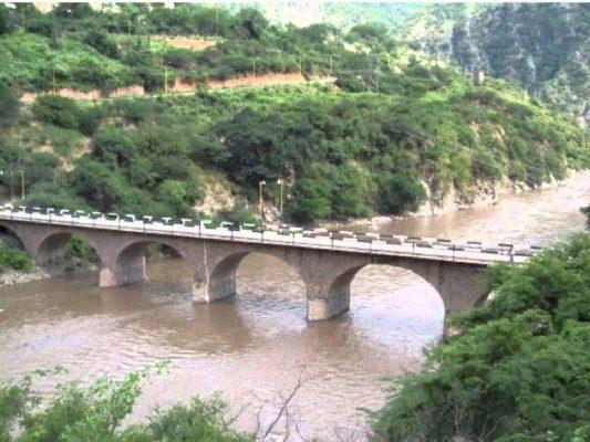 Derraman 200 litros de cianuro en río de San Dimas