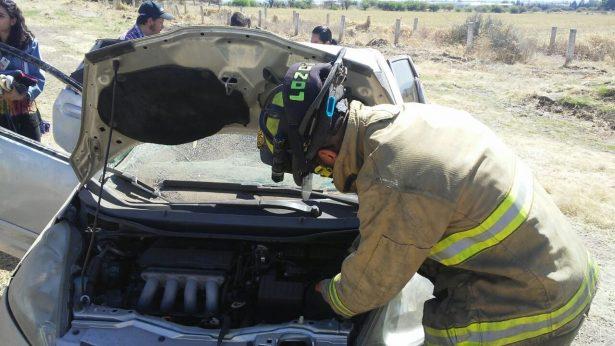 Vuelca vagoneta y dos menores resultan lesionados