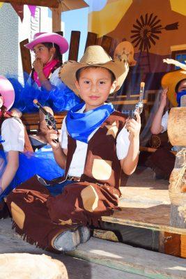 CANATLÁN, Dgo. (OEM).- El caballerito Jesús Alberto López Adame, presente en la celebración de los niños realizada en el Colegio González y Valencia.