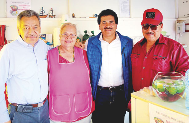 Apoyan en Santiago Papasquiaro a Enríquez