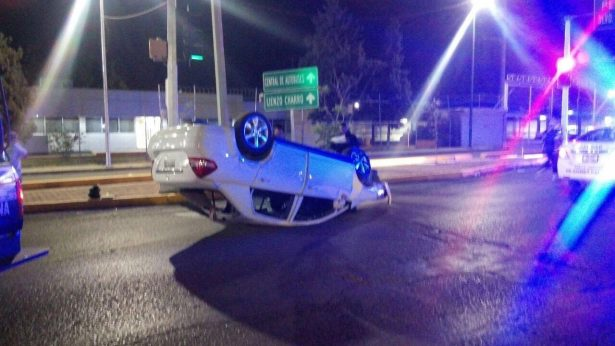 Conductor ebrio volcó su vehículo en G.P