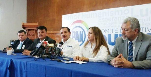 Rómulo Campuzano se defiende de ataques de Fabián Gutiérrez