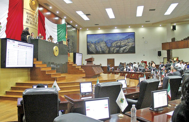 Solicitaron licencia 16 diputados: Quiñones