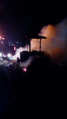 Fuego consume cabina y carga de tracto camión