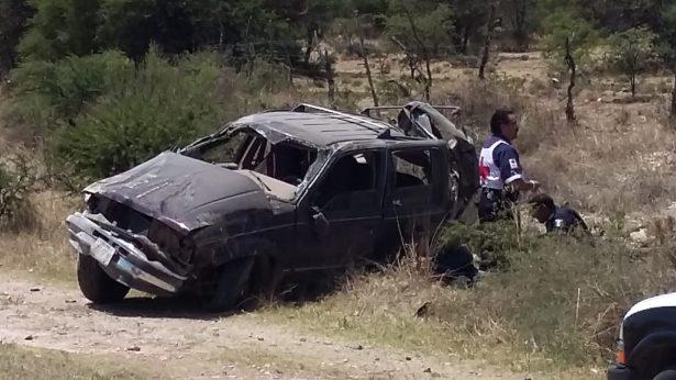 Volcadura en Guadalupe Victoria deja un muerto