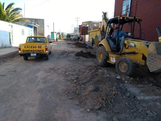 Inician pavimentación de importante vialidad en Canatlán