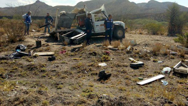 Vuelca camión de carga en carretera libre de León Guzmán