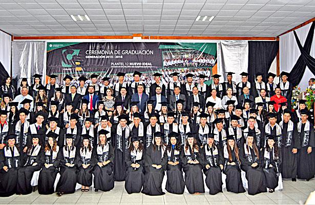 NUEVO IDEAL, Dgo. (OEM).- 83 estudiantes egresaron del Colegio de Bachilleres No. 12 de la generación 2015-2018.