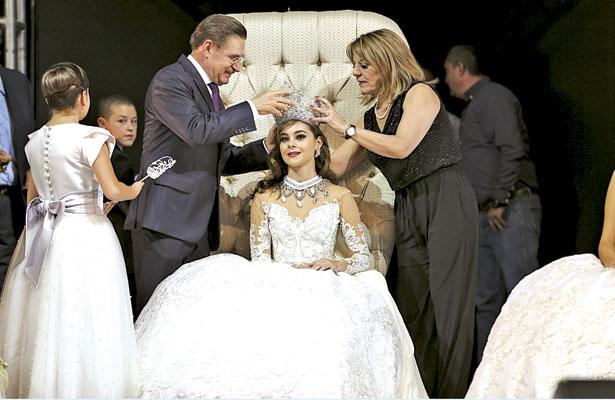 Coronan a la Reina Estatal de la Feria, Érika Fernanda