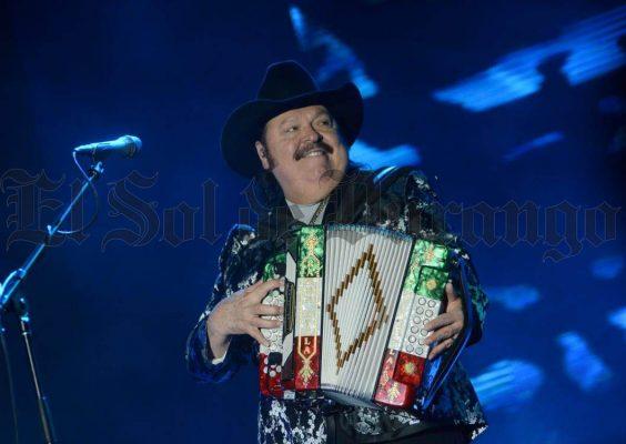 """Tras 20 años, """"El rey del acordeón"""" regresó a Durango"""