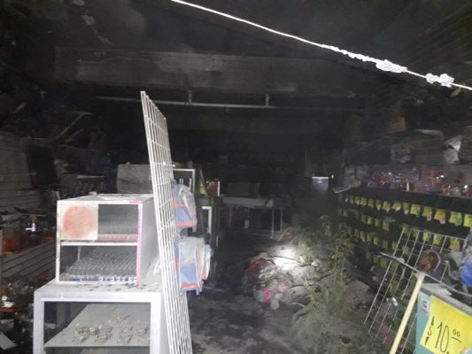 Se incendia local comercial, en Gómez