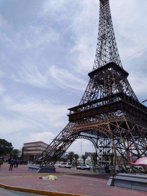 Se mató aventándose de la Torre Eiffel, en G.P.
