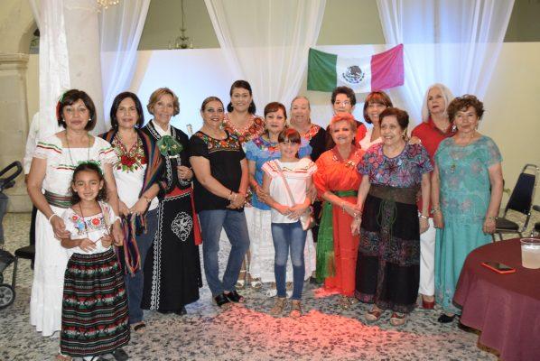 Alegre noche mexicana en el Club de Leones