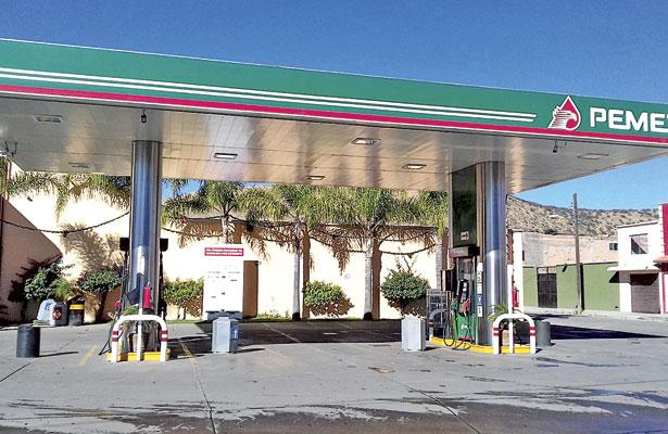 [Actualización] Se registra enorme flamazo en gasolinera de Canatlán