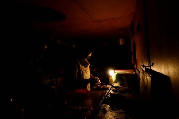 Más de un día sin energía eléctrica en poblado de Canatlán