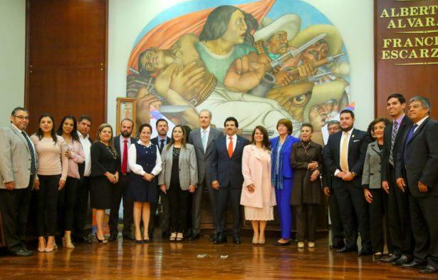 Rinde Enríquez homenaje a los duranguenses olímpicos del 68