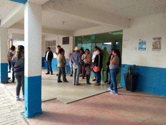 Ex trabajadores toman las instalaciones de la presidencia de Pánuco de Coronado